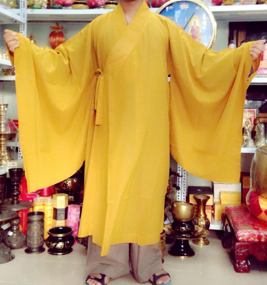 Áo hậu Đài Loan dành cho Tăng Ni màu vàng